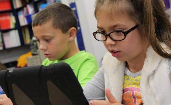 bambini con il tablet